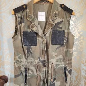 SOUND & MATTER -Camo Vest W/Black Trim & Beads-L